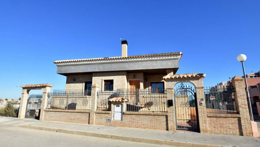 Ref:77290 Villa For Sale in Los Montesinos