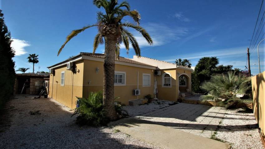 Ref:SMP-K0146 Villa For Sale in Torrevieja