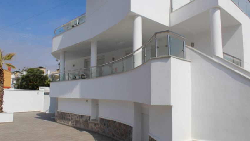 Ref:99236 Villa For Sale in Torrevieja