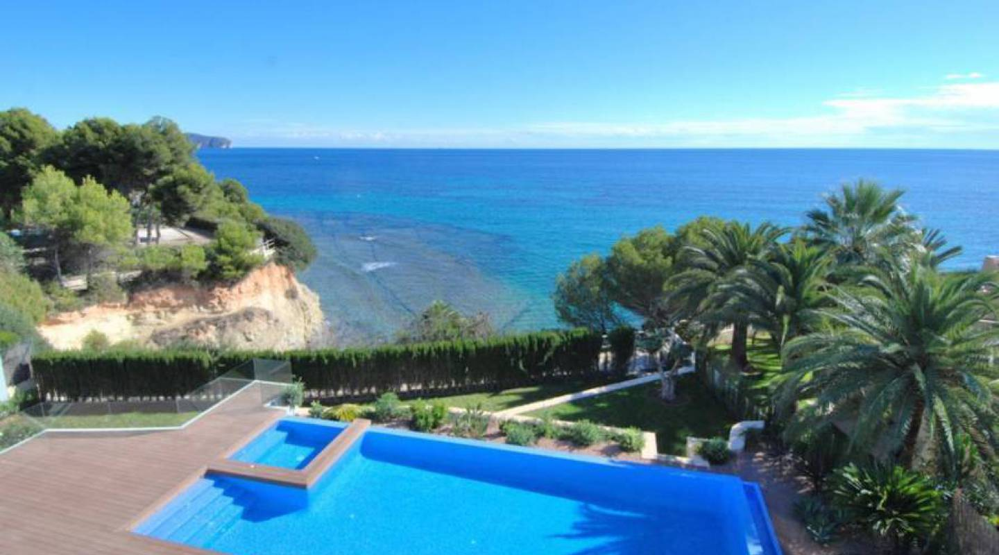Ref:GQ-78045 Villa For Sale in Calpe